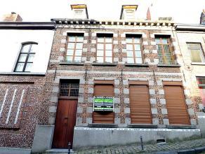 Prix indicatif: 230.000 euroNous vous proposons à la vente, cette grande maisons de Maître à rénover de 224 m² habitab