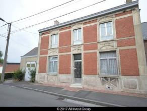 PRIX INDICATIF : 186.000euroNous vous proposons à la vente une ancienne maison de maître .Celle-ci dispose d'un vaste hall d'entré