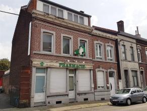 4040 Herstal. rue Pépin de Herstal, 58. Cette spacieuse maison 3 façades est composée comme suit : Au RDC : un Hall d'entr&eacute