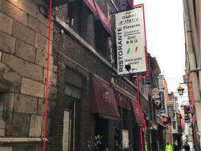 Magnifique Immeuble de commerce en plein coeur du carré. Actuellement exploité par une Pizzeria depuis plus de 30 ans. GROS REVENUS LOCA