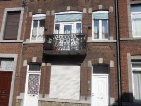 Maison Maison d 'habitation avec dépendance , annexe , cour et jardin . Partie gauche de l'immeuble , 4 pièces à rénover t