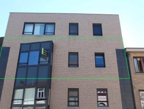 Recent appartement op het 2de verdiep in kleine blok met lift. De indeling bestaat uit een grote living (parket) met veel licht en aanpalend zonnig te