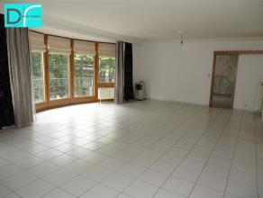 """Bel et spacieux appartement idéalement situé au 2ème étage de la résidence """"Royal Park"""", face au parc de Charleroi,"""