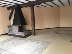 Seraing Biens Communaux, bel appartement spacieux et lumineux 2 chambres comprenant : un hall d'entrée (6,65m²), une séjour en L av