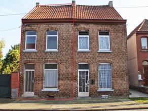 FAIRE OFFRE A PARTIR DE 45.000euro -> OFFRE ACTUELLE 52.500euro. Maison 3 façades (sans passage latéral) à rénover avec