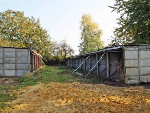 FAIRE OFFRE A PARTIR DE 130.000euro (ceci n'est pas le prix souhaité). Lot de 22 garages sur et avec un terrain de 10a30ca situé &agrave