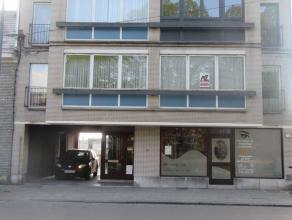 Appartement idéalement situé à proximité du centre et des commodités urbaines. Situé au 1er étage d'u