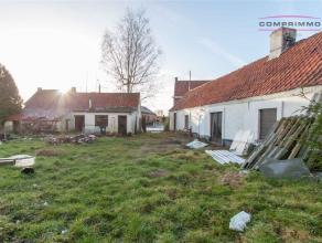 Rustig gelegen perceel van 3546m² met bestaande woning en bijgebouwen te Wortegem-Petegem. Het perceel heeft een straatbreedte van 74m en een die