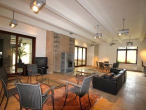 Eigendom met tal van mogelijkheden bestaande uit een gelijkvloers met galerie en ontvangstruimte en een woongedeelte. Daarnaast een ruime eerste en tw