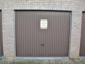 Vlot bereikbare garagebox van +/- 17m² gelegen aan de Ezelpoort. Mogelijkheid tot verhuren aan 65euro/maand.