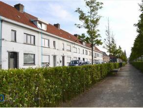 Charmante woning gelegen aan het Sint-Donnaaspark. De woning werd reeds voorzien van PVC-schrijnwerk met dubbele beglazing. Verdere renovatie dient te
