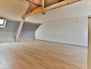Prix: 230.000 euros,frais d'agence non inclus et à charge de l'acquéreur.Bonne maison, habitable directement et comprenant:Sous-sol: Cav