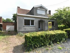 Prix: 150.000 euros,frais d'agence non inclus et à charge de l'acquéreur.Maison 4 façades à restaurer et comprenant:Sous-s