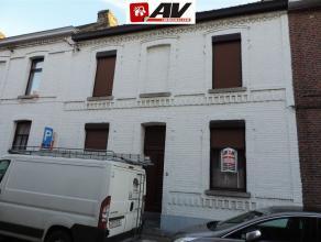 Mons (Nimy) : Grande maison à rénover avec jardin. COMPOSITION : Rez - Hall d'entrée, chambre, bureau, très grand living,