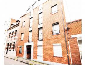 Réf.: 933. Bel appartement idéalement situé dans le centre de Mons proche de toutes commodités! Il se compose: d'un spacie