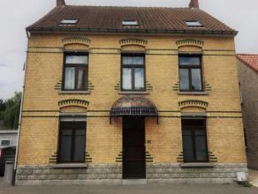 Zoekt u een woning met cachet? Dit huis werd opgericht in opdracht van de Moerbeekse suikerfabriek, in de periode van het interbellum en diende als di