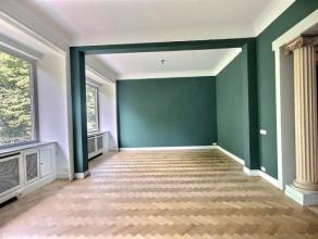Dit riante appartement met een totale oppervlakte van 310m² bevindt zich op een toplocatie aan het Koning Albertpark. Met 4 ruime slaapkamers, 2