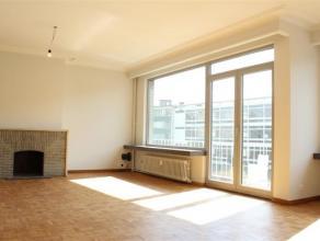 Volledig gerenoveerd appartement op de 2de verdieping. U beschikt over de ruime woonkamer, keuken, 2 slaapkamers, badkamer met ligbad en gastentoilet.