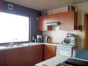 Instapklare woning met garage op rustige ligging evenwel op slechts 5min van centrum OudenaardeHele aangename woning!Bestaande uit inkomhal met afz. t