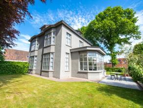 Karaktervol herenhuis in centrum Wingene met 6 slaapkamers en een zonovergoten tuin. Op het gelijkvloers vindt u een prachtige inkomhall met vestiaire