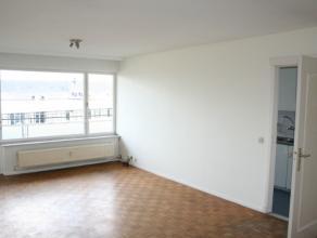 Lichtrijk appartement met 2 slaapkamers, gelegen in het centrum van Mechelen en toch rustig. Dit appartement bevindt zich op de 6de verdieping en omva