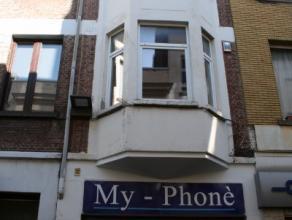 Handelspand met mogelijkheid tot woonst, gelegen in het centrum van Mechelen, in de buurt van de Grote Markt. De indeling omvat : winkelruimte gelijkv