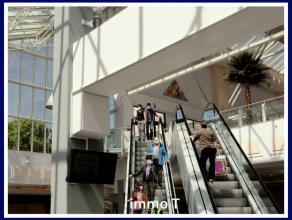CONDITIONS EXCEPTIONNELLES : diverses surfaces commerciales dans un centre commercial en plein renouveau. De 50 à 1000m², les surfac