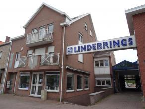 In de Fabriekstraat ter hoogte van nummer 83 treffen we dit uitzonderlijk pand, dit is momenteel de thuisbasis van de firma Lindebrings.<br /> <br />