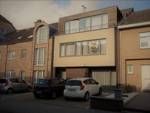 Aan de rand van de stad bevindt zich de Lepelstraat, hier vinden we ter hoogte van nummer 20 dit tof appartement terug.<br /> <br /> Via de gemeenscha