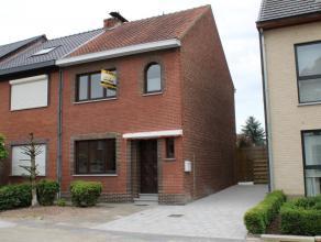 Deze instapklare woning kan men terugvinden in de Voorstraat, dit is een zijstraat van de grote ring te Hasselt. Door de nabijheid van het stadscentru