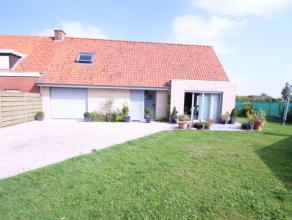 Moderne en recente woning gelegen te Hooglede-Gits, op de verbindingsweg naar Roeselare. De woning bestaat uit inkom met afzonderlijk toilet, woonkame