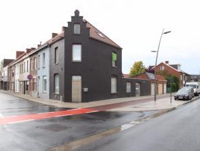 Volledig vernieuwde hoekwoning gelegen op de hoek van de Gitsestraat en de Noordlaan.De woning geniet van een centrale ligging net buiten het centrum