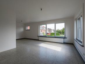 Lichtrijk appartement op de 1e verdieping in een leuke kleinschalige residentie. Deels gerenoveerd (o.a elektriciteit in orde, nieuwe ramen). Ideaal g