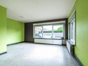 Ideaal gelegen in een aangename kleinschalige residentie, op wandelafstand van het centrum van Wetteren. Bestaande uit : ruime lichtrijke living, kkn,