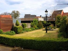 Goed gelegen bel-etage woning met leuke tuin in hartje Geel:Op het gelijkvloers: zeer ruime garage (plaats voor 2 wagens achter elkaar), ruime wasplaa