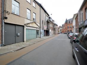 Ruime gezinswoning met commerciële ruimte te Hamme Deze gezinswoning met een commerciële ruimte of mogelijke twee woonst op het gelijkvloers