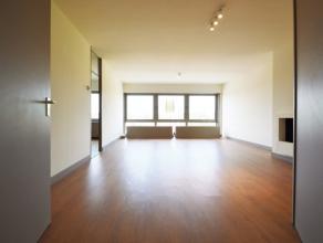 Zeer ruime appartementen gelegen aan de rand van het Centrum Dendermonde Het appartement is gelegen op de 5de verdieping (lift aanwezig). De ligging b