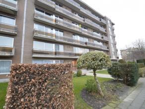 ruim appartement gelegen aan de rand van het Centrum Dendermonde Het appartement is gelegen op de 3e verdieping (lift aanwezig). De ligging biedt tal