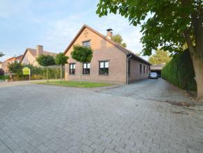 Vrijstaande woonst gelegen in de rustige villawijk te Lebbeke Deze landelijke vrijstaande woning is gelegen op een perceel van 10are 74ca, gebouwd in