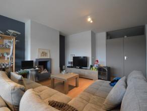Goed gelegen 2-slpk appartement te Dendermonde Het ruim appartement (120 m²) is gelegen op de 2de verdieping (lift aanwezig). De ligging biedt ta