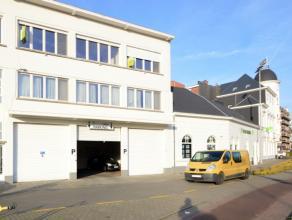 Dakappartement op een gunstige ligging te Dendermonde Dit ruim ruim dakappartement is gelegen op een uitmuntende locatie, op enkele voetstappen van he