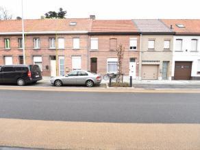 Totaal te renoveren woning in Hamme. Een totaal te renoveren woning gelegen op een perceel van 90 m², deze woning heeft een zeer goede ligging en