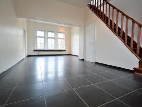 Duplex appartement uniek gelegen te Dendermonde Ruim duplex appartement gelegen aan de forten, vlakbij scholen, winkel en openbaar vervoer. Deze duple
