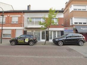 Zeer Ruime woning te Lebbeke Deze ruime handelswoning heeft een bewoonbare oppervlakte van 298 m² en heeft een perceelbreedte van 8.45m. Deze won