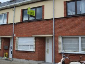 Woning te koop te Hamme Deze woning is zeer goed gelegen, in de omgeving van het openbaar vervoer, winkels en met zijn zeer goede verbindingen richtin