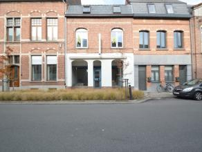 Handelspand met woonst te centrum DendermondeDit goed gelegen handelshuis bestaat uit een gelijkvloers commercieel handelspand (65m²) met enige r