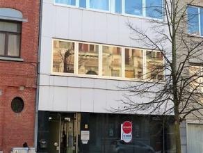 Kantoorruimte in centrumDeze kantoorruimte/handelsruimte is gelegen in hartje centrum op 100 m van rechtbank en scholen. Ideaal als advocatenkantoor o