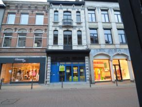 Commercieel handelspand te DendermondeUiterst goed gelegen handelsgelijkvloers in het hartje van Dendermonde. Toplocatie!Het pand op het gelijkvloers
