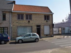 Ruime te renoveren woning in het centrum van Baasrode (bewoonbare oppervlakte ca 186 m2 ). Gelegen naast het scheepvaartmuseum, en op wandelafstand va