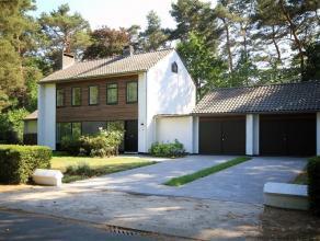 Ontdek deze uitzonderlijke villa in het groen. U vindt ze in de residentiële wijk Kleine Heide, een droomlocatie in Bonheiden. Ze dankt haar uits